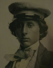 BEAUTIFUL YOUNG MAN IN HAT AND LARGE TIE. STUNNING 9TH PLATE AMBROTYPE.