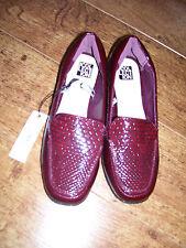 ladies red wine flat mock croc slip on shoes size 4