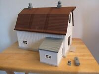 Ertl Farm Country white dairy barn building shed 1/64th scale