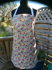 ADULT /LADIES APRON COOK /CRAFT QUALITY PVC WIPE CLEAN BUTTONS. IDEAL GIFT
