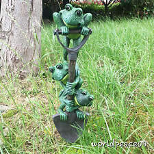 Outdoor Yard Decoration Sculptural Frog Climb Shovel Garden Statue