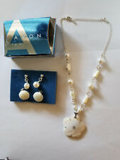 UNUSED AVON MOTHER OF PEARL FLOWER GIFTSET NECKLACE & CLIP ON EARRINGS 2 PAIRS