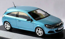Opel Astra GTC 2005 1/43 Minichamps (blu)