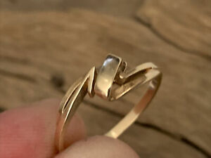 Vintage H/M 9ct Gold open work Pierced Stylised Ladies  Ring - size P Jewellery