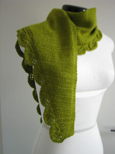 Schal, handgestrickt, Unikat, Merino / Seide, maigrün Blätterbordüre
