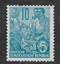 GERMAN DEMOCRATIC REPUBLIC STAMP - MINT DEFINITIVE 1955 - 3 WORKERS, 5 YEAR PLAN