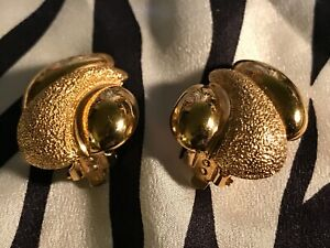 ST. JOHN VINTAGE GOLD TONE TEXTURED & POLISHED CLIP ON EARRINGS SIGNED