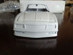 PLAIN WHITE BLANK 1988 CHEVY MONTE CARLO AEROCOUPE ACTION PLATINUM SERIES 1/24