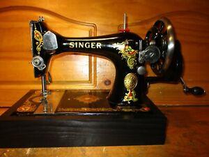 1923 SINGER SEWING MACHINE  MODEL 128 'LA VENCEDORA', HAND CRANK, SERVICED