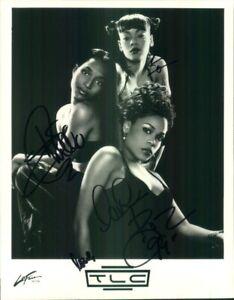 Autographed Press Photo: TLC 8x10 B&W Lisa LEFT EYE Lopes (Full Band)