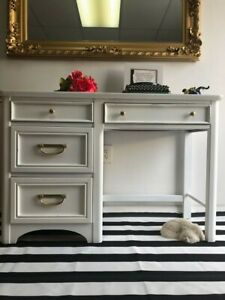 Vintage Desk Refurbished in Shabby Chic Style (Solid Wood, Excellent Condition)