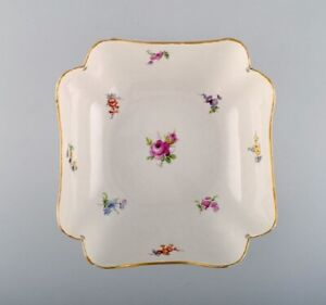 Antique Meissen bowl in hand-painted porcelain with flowers and gold decoration.