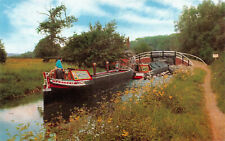 R243823 Britains Inland Waterways. A pair of narrow boats on the Oxford Canal. S