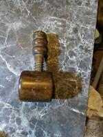 VINTAGE RARE ART DECO SMALL WOODEN SCREW PRESS nut Cracker? Y54g.