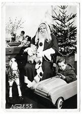 photo de Noël 1955 père noël pochtron, enfant jouet voiture à pédale poupée