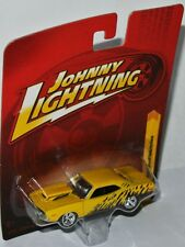 Forever 64 r17 - 1970 Plymouth Cuda par étage-YELLOW - 1:64 Johnny Lightning