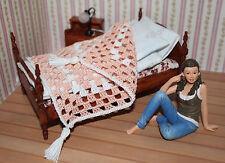 7109 - Tagesdecke Häkeldecke Miniatur für Puppenhaus Puppenstube, 1:12 *Apricot*