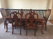 Dining room set - Thomasville in excellent condition (Table + 6 chairs)