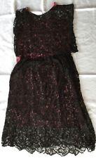 Superbe robe en dentelle noire, dessous en soie rouge, années 20/30