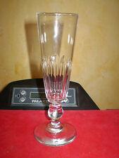 Flute a champagne en cristal , forme conique côtes plates