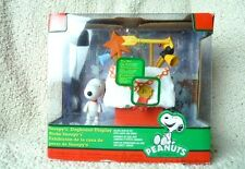 Charlie Brown Christmas Peanuts Snoopy Doghouse Lights & Display Contest Sound