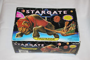 HASBRO TOY STARGATE BEAST OF BURDEN MASTADGESHOOTING CATAPULT LAUNCHER NEW BOX