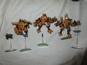 three XV8 Crisis Battlesuits T'au Tau Empire 40k Warhammer one is commander