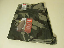 38 X 32 WRANGLER LOOSE FIT CARGO JEANS -CAMO-  NWT
