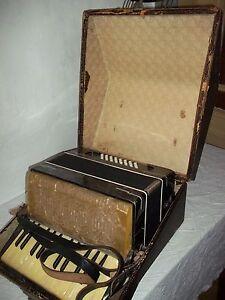 """Old Accordion in case """" Stahltöne """" Spielbar-Funktioniert"""
