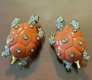 Kenneth Jay Lane KJL Coral lucite and rhinestones turtle Clip on Earrings RARE.
