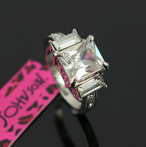 New Betsey Johnson Princess White GemStone White Colour Classic Ring Size 6