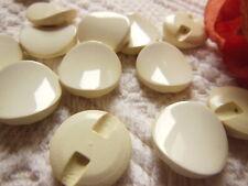lot 6 jolis Boutons vintage blanc créme  pied plat diamètre 1,7 cm  ref 2987