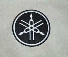 patch, yamaha, noir , broder et thermocollant 7.5cm