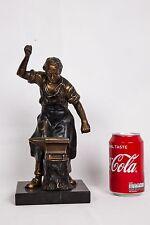 Statuette d'un forgeron avec son enclume en zamac ou en régule sur socle en marb