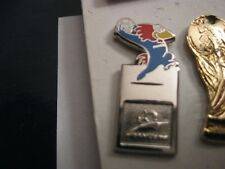 RARE OLD 1998 FRANCE FOOTBALL WORLD CUP FOOTIX THROW IN ENAMEL PRESS PIN BADGE