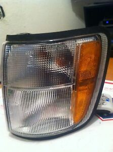 ISUZU TROOPER DRIVERS MARKER TURN SIGNAL LIGHT 98 99 00 01 02 GOOD COND OEM UNIT