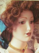 VINTAGE FRANKLIN HEIRLOOM DOLLS QUEEN MARY II Display Cabinet Doll