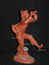 +# A014297_03 Goebel Archiv Muster Dakon Ton Da1 Junge spielt Flöte Plombe