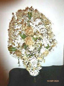 ancienne couronne de mariée et bouquet dans petit vase globe de mariée