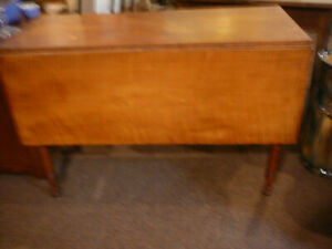 ANTIQUE TIGER MAPLE DROPLEAF KITCHEN DINING TABLE TURNED LEGS