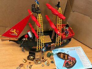 Playmobil 5736/4424 Black Beards Pirate Ship - The ship is in good condition