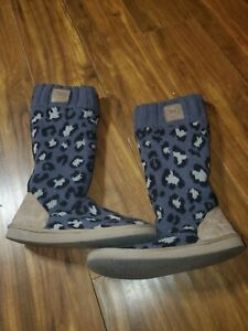 VICTORIA'S SECRET PINK SWEATER SLIPPERS BOOTS WOMEN'S SIZE (M) GRAY