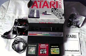 Atari 2600 Konsole mit allen Kabeln und 2 Controller + 3 Spiele.