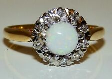 A FINE VINTAGE 18CT YELLOW GOLD CABOCHON OPAL  DIAMOND CLUSTER  RING SIZE O