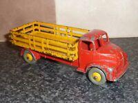 DINKY SUPER TOYS No.417 LEYLAND COMET WAGON WITH YELLOW STAKE BODY RED CAB