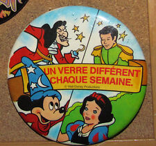C2 VINTAGE DISNEY BUTTON MACARON BADGE RARE HOOK MICKEY SNOW WHITE
