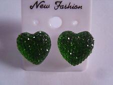 Ohrringe mit grünen Glitzersteinen Strassstein in Herzform ca 1,5 cm 3117