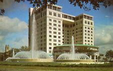 postcard USA  Texas   Houston the Mecon fountain  unposted