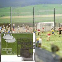 BUSCH 1052 - Campo da calcio in kit con accessori. Scala H0 1:87