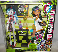 MONSTER HIGH MAD SCIENCE LAB PARTNERS CLEO DE NILE & GHOULIA YELPS